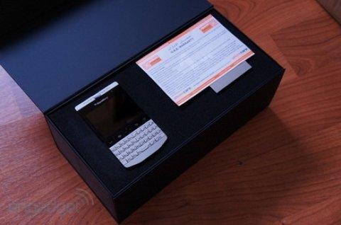بلاك بيري بورش 9981 جديد مع كامل ملحقاتها