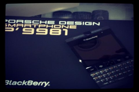 Blackberry P\'9981 Black & Silver Add Pin 233DAA2F