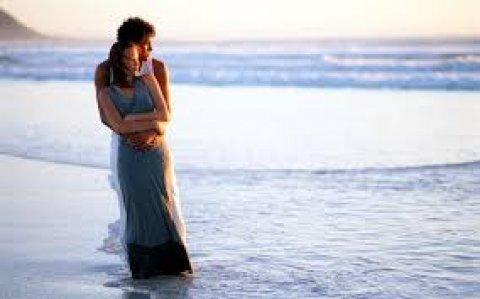انسانة مرحة حنونة رومانسية احب الخير لجميع الناس