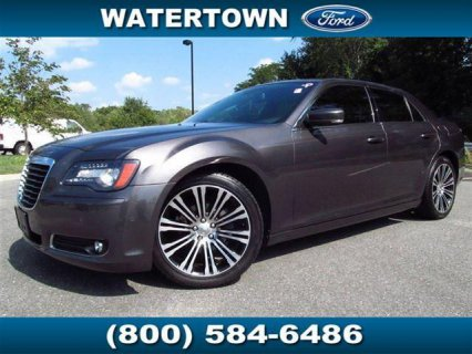 سيارات امريكية للبيع تقدم سيارة  2013 Chrysler 300 S