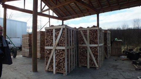 خشب  يستعمل في السعودية للشيمينيه والمشاوي