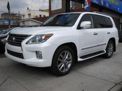 للبيع Lexus Lx570 2013 ( Gulf Spec ) Call or WhatsApp CH