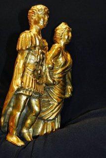 تمثال ذهب الامبراطور اغسطس قيصر وزجتة