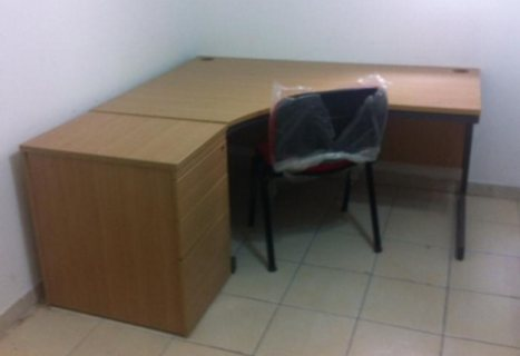 مكتب من ايكيا للبيع