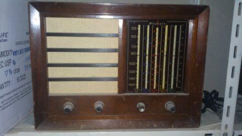 راديو خشب قديم