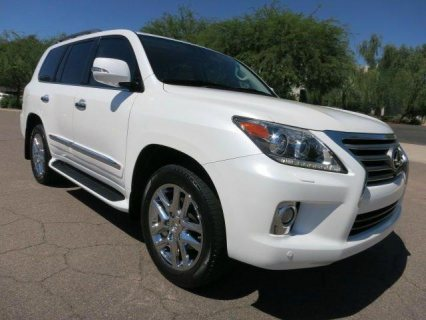SELLING !! 2013 LEXUS LX 570 (No accident)