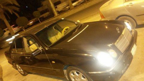 سيارة مرسيدس  عيون موديل 1996 للبيع