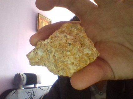 يوجد حجر الخام للبيع يحتوي على الماس