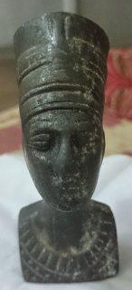 تمثال فرعوني