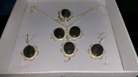 طقم مجوهرات عقيق يمني اسود مقلم نسائي طبيعي 100% Onyx Agate