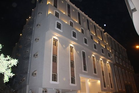 شقة خمسة غرف في الرصيفة