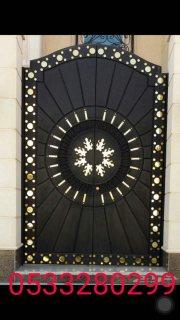 تصنيع وتصميم مميز لجميع أنواع الأبواب الخشبية والحديدية