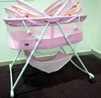 بسعر مناسب و بحال شبه جديد سرير اطفال+ سرير رضع +كرسي طعام+حاجز بقفل امان