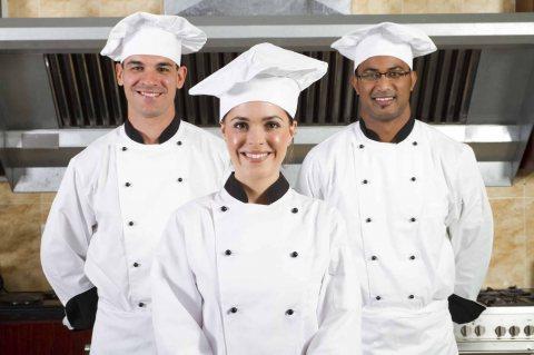 مكتب الأسمر يوفر تخصصات الفنادق والمطاعم من الجنسية المغربية و التونسية