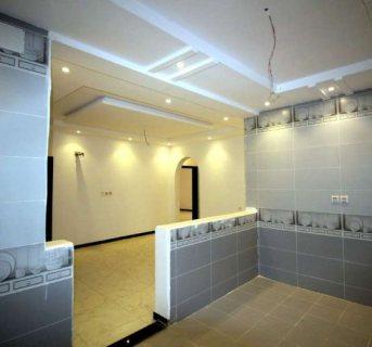 خمس غرف و ثلاث دورات مياه و صاله و مطبخ مدخلين