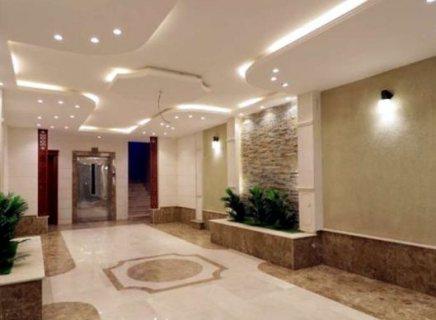 شقه 3غرف فاخره جديده بمنافعها في حي التيسير