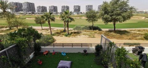 فيلا للبيع في دبي بإطلالة رائعة  وموقع ممتاز في الصف الأول على ملاعب الغولف