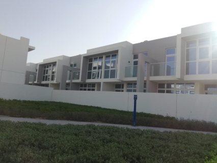 فيلا 3 غرف نوم وسط ملاعب الغولف في دبي  ب 999 ألف دريال