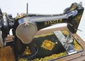 آلة خياطة قديمة (SINGER)