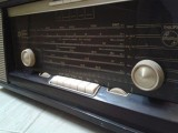 مذياع ( راديو ) قديم جدا