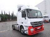 عدد 2 شاحنة مرسيدس 1844 ميجا موديل 2013
